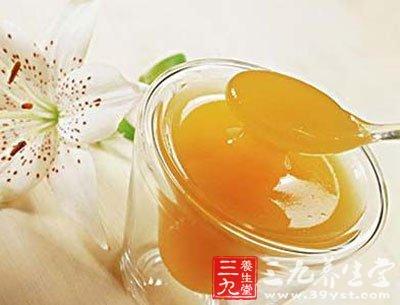 蜂蜜中的果糖,葡萄糖可以很快被吸收利用,改善血液的营状况