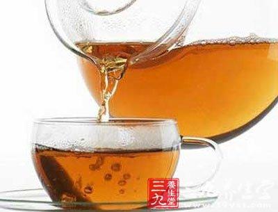 蜂蜜加入牛奶中,能帮助吸收牛奶的钙;加入豆浆中,则可以治疗胃炎、胃溃疡