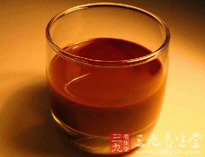 蜂蜜成分中含有一种大多数水果没有的果糖,它可以促进酒精的分解吸收