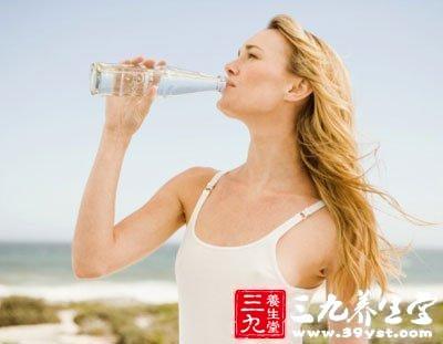 喝水的学问喝千滚水易中毒