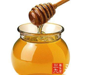 蜂蜜可以促使胃酸正常分泌,还有增强肠蠕动的作用,能显著缩短排便时间