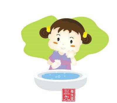 方法是:用一根筷子轻轻触碰孩子的嗓子后部(咽后壁处),小儿会感到恶心图片