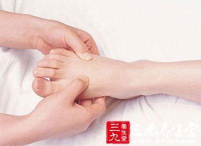 脚称第二心脏,常搓涌泉保健康。