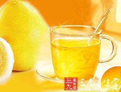 二汤匙柚子茶加热水调开搅匀即可,加入绿茶或红茶包口感更佳