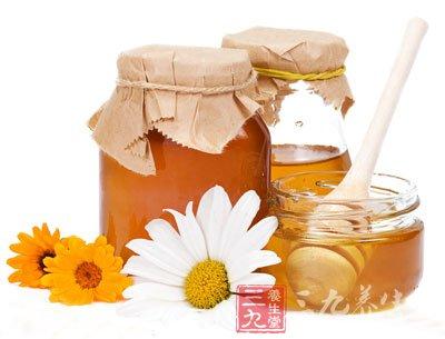 纯正的蜂蜜在自然成熟的状态下可以放100年的。蜂蜜是世界上惟一不会腐败变质的食品