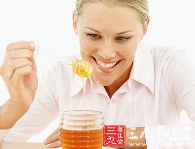 蜂蜜红茶可养肺暖胃,润肠通便,用于便秘、脾胃不和等症