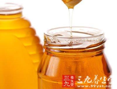 蜂蜜有消炎、祛痰、润肺、止咳的功效,枇杷蜜的止咳作用最好