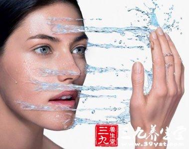 冷水洗脸可以缩毛孔