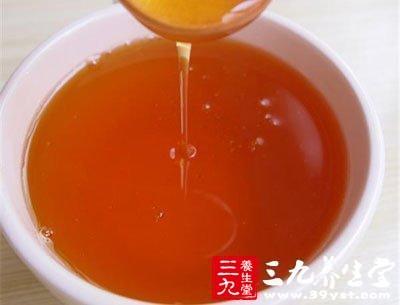 蜂蜜含有丰富的葡萄糖、蛋白质