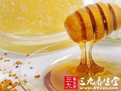 蜂蜜属于甜食甜食有增加胃酸分泌的作用胃酸过多对于胃粘膜有损伤
