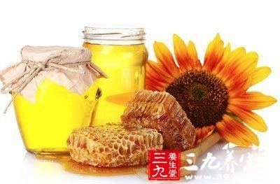 蜂蜜去掉糖分后的酸度等同于醋可令细菌在创伤部位不能生存