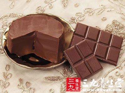 如果想恢复体力,相较于用咖啡提神,一块黑巧克力能让人精力充沛