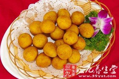 拔丝红薯吃的时候随带一小碗凉的饮用水
