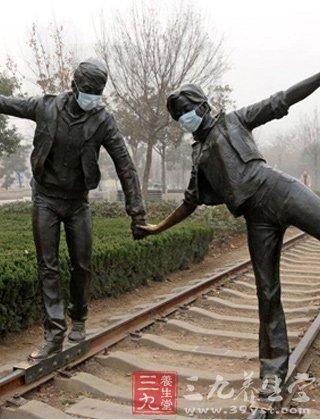 郑州雕塑戴口罩 吃什么可以抵挡雾霾危害