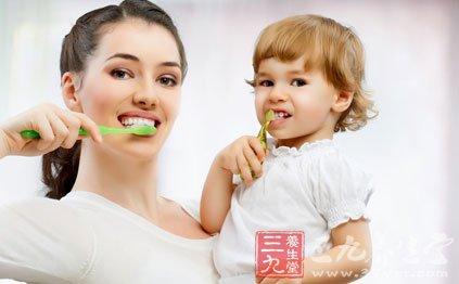 教儿童刷牙的三个阶段