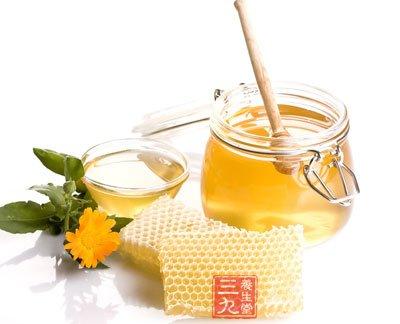 蜂蜜水还可以与酸奶果蔬汁等混合食用