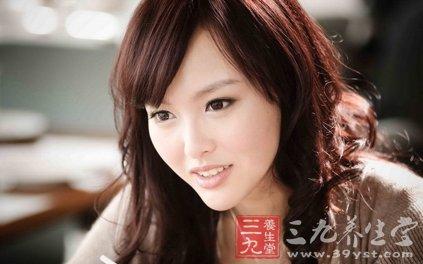 杨幂刘恺威伴娘:唐嫣    1月8日,杨幂刘恺威在巴厘岛举行婚礼,伴娘是