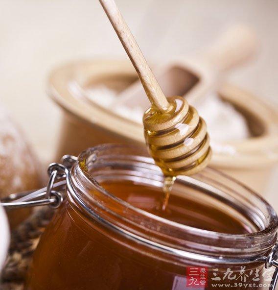 每天早晚各服蜂蜜二三十克