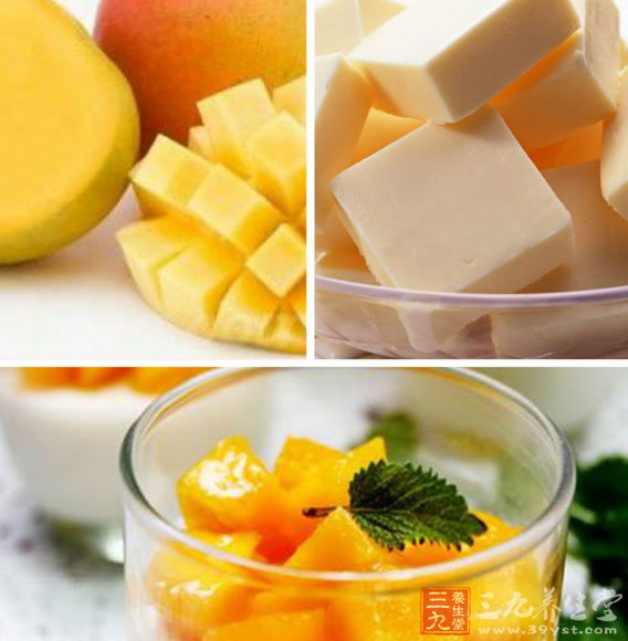 9、QQ糖加入20克糖和水,隔水加热到QQ糖完全融化。然后倒入冷藏好的慕斯当高上,再放入冰箱继续冷藏到表面凝固。   10、冷藏完之后用热毛巾稍微热敷一下即可脱模,然后加入芒果或者其他水果装饰即可。   做慕斯蛋糕的小技巧   奶酪糊中的牛奶可不添加,酸奶芒果糊比较粘稠,很容易粘在搅拌机里。因此倒出芒果糊之后,可以加入适量的水到搅拌机里,摇晃一下,将这个水倒入到吉利丁片里帮助融化。   结语:每一个女生都难以抵挡蛋糕的诱惑。芒果蛋糕更加如此。当你面对芒果奶酪慕斯蛋糕时,酸酸甜甜的味道,浓香的芒果味绝