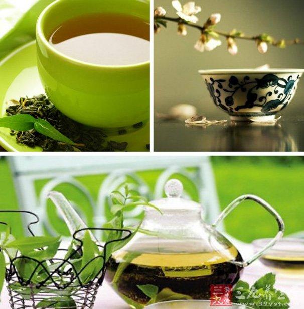 澳大利亚和中国的研究人员近通过实验发现,绿茶可以减少妇女卵巢癌的发病率,每天坚持饮用绿茶的妇女卵巢癌的发病率可比其他妇女减少将近60%。   3、喝绿茶可以预防皮肤癌   美国新罕布什尔州达特茅斯医学院研究人员新研究发现,每天喝几杯茶可以减少患两种常见皮肤癌的危险。   据路透社报道,该学院的朱迪·里斯领导的科研小组在研究了2200名成年人的饮食习惯和健康状况之后发现,喝茶的人患鳞状细胞癌和基底细胞癌这两种常见皮肤癌的危险较小。   每天喝茶一杯以上的人,患这两种癌的可能性比不喝茶的人低