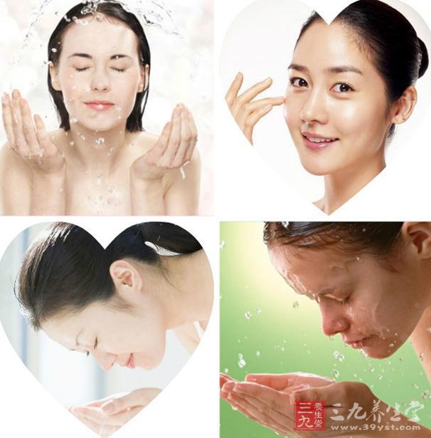 用白醋洗脸的好处一:美白护肤   具体方法:先准备一小盆水,不要太热,最好是温水,然后倒入约二汤匙白醋调均。洗净脸部和双手,然后浸入加入白醋的温水中洗脸和手,5分钟后换用清水洗净。   功效:长期这样做,可让皮肤美白光洁、细腻。   适合人群:皮肤粗糙的人。   用白醋洗脸的好处二:细致毛孔、缓解痘痘   具体方法:把白醋和水按照1:3的比例配好,可以单独装在一个矿泉水瓶里。每天早晚洁后,用手掌轻轻将白醋水拍在脸上,一次不用用太多,感觉整个脸都湿润了就行。   功效:坚持一个星期,就有了效果,皮肤很细