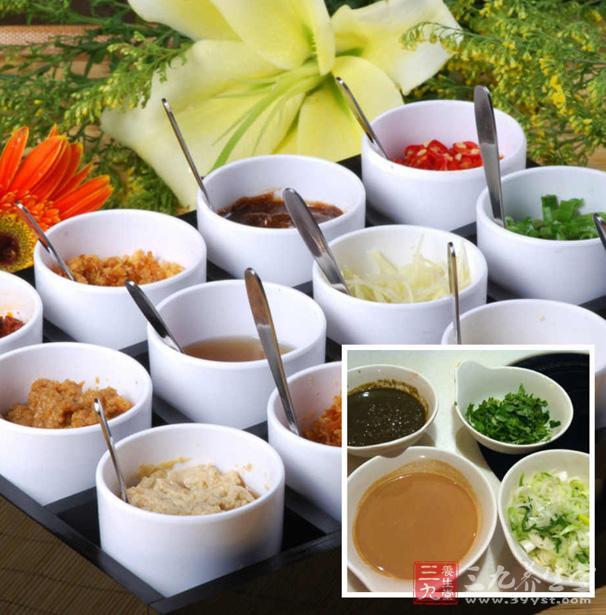 5,酱料选择   火锅减肥瘦不瘦得了的关键其实在于沾酱,有人一餐