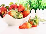 喉咙肿痛患者多吃草莓