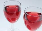 女人喝红酒美颜养生