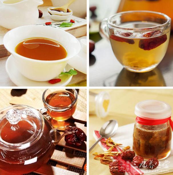 吃时取适量蜂蜜红枣,用温水调匀饮用即可