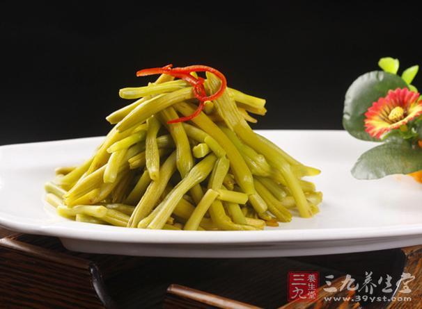 黄花菜的营养价值很高。含有丰富的花粉、糖、蛋白质、钙、脂肪、胡萝卜素、氨基酸等人体所必须的养分,还有丰富的膳食纤维和多种维生素以及矿物质。