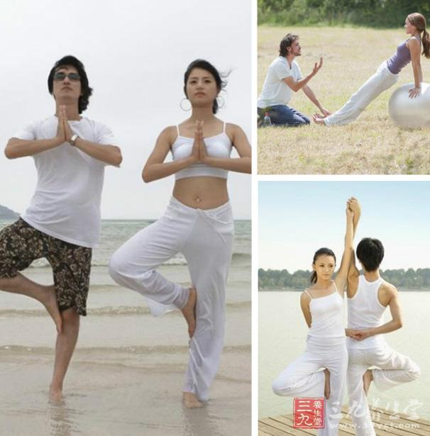肋骨拉长法背面姿势   与前面的肋骨拉长法是基本一致的,但是肋骨拉长法背面姿势是通过四指相扣之后进行相反作用力的拉扯,而且需要情侣之间能够配合密切,同时进行拉吃的动作,使得两手在两人指尖处。   情侣瑜伽第三招:扭转坐姿法   两人通过对身体的扭曲,能有效地锻炼白天上班背部和腰部间久坐后的酸疼肌肉,缓解上班族的脊椎痛、腰疼等现象。   step1   跟第一招背靠背法的姿势一样,两腿背对背坐着,两腿分开与肩同宽,脚板勾起,背部伸直,抬头挺胸,之后两人分别用左右手屈肘相扣,双手握拳;   ste
