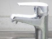 世卫发布报告 21亿人缺乏家用安全饮用水