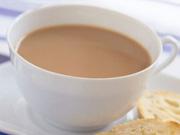网红奶茶喝出蟑螂 你还敢喝奶茶吗