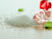 食堂老板买工业盐清理油渍 被员工误当食盐用