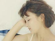 到周末睡到中午赖床补觉只会适得其反