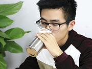每天喝4升水可能会中毒成因是入水过量