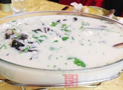 少喝肉汤、鱼汤、鸡汤、火锅汤等
