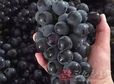 在黑葡萄中含有非常多的营养元素