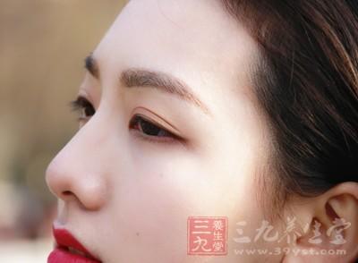化妆也能改变脸型 学会这些技巧堪比整容