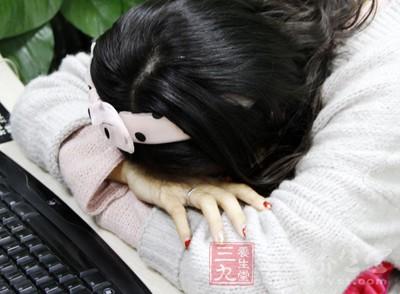 趴着睡觉期间,女性的气血运行受阻