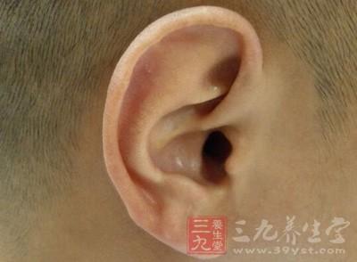 """耳朵""""不舒服"""",就医后医生往往会为我们开一些滴耳液"""