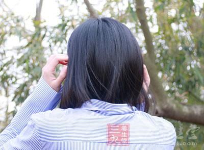 掉头发不仅会造成身体上的伤害,严重的时候还会精神和心理造成一定的损伤
