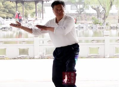 杨式太极拳视频 练习杨氏太极拳的特点