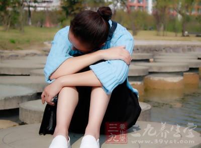 女患者为了不让别人发现她的异味,天热不出门天冷不运动