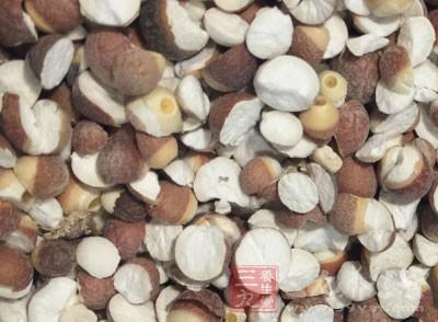 材料:淮山20克、芡实15克、炒薏米30克、北芪15克、猪排骨150克