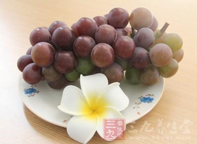 葡萄中富含大量的葡萄糖、果糖和多种维生素