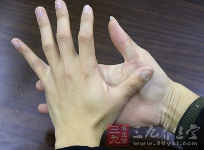 所以说我们在以后的生活中要经常观察我们的小指
