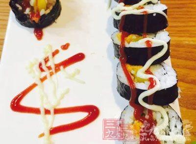 禾绿寿司回转带上现蟑螂 此前曾被曝馊米炒饭