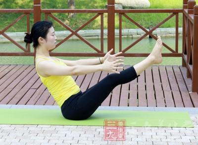 通过运动可以促进人体的出汗和皮脂腺的分泌