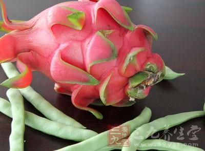 火龙果属凉性,且果肉的葡萄糖不甜,但其糖分却比一般水果的要高一些